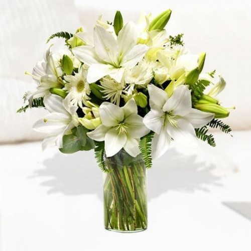 0000551 all white mixed bouquet with lilies and chrysanthenum 550