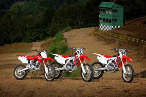 Honda_Motorcycles_CRF_Series_Three_3_513876_300x200.jpg