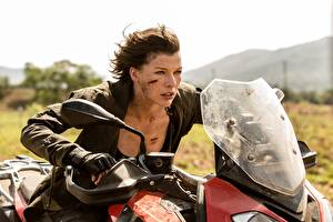 Milla_Jovovich_Resident_Evil_The_Final_Chapter_521882_300x200.jpg