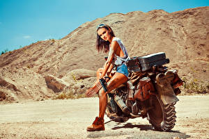Pistols_Motorcyclist_Glasses_527881_300x200.jpg